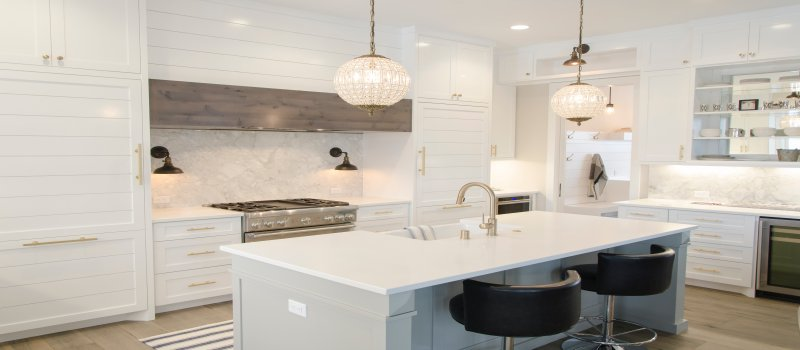 8 Quirky and Edgy Kitchen Design Ideas with White Kitchen Cabinets